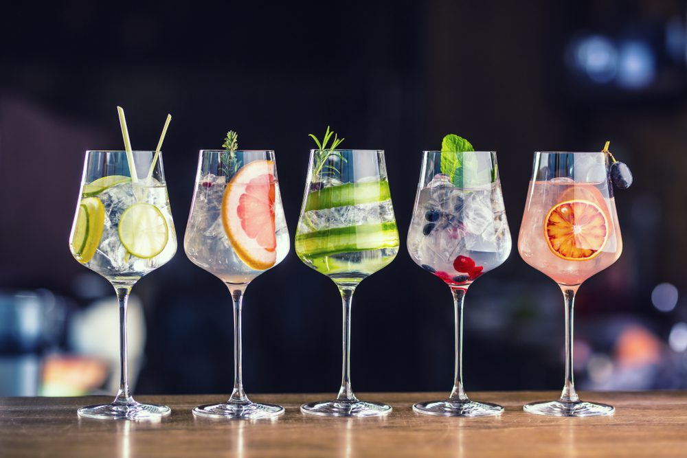 5 different flavours of gin in cocktail glasses